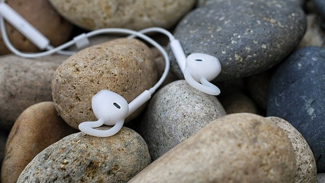 These EarBuddyz Ear Hooks Will Ensure You Don't Lose Your AirPods