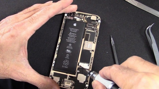Apple Could Soon Announce An iPhone 6 Battery Replacement Program